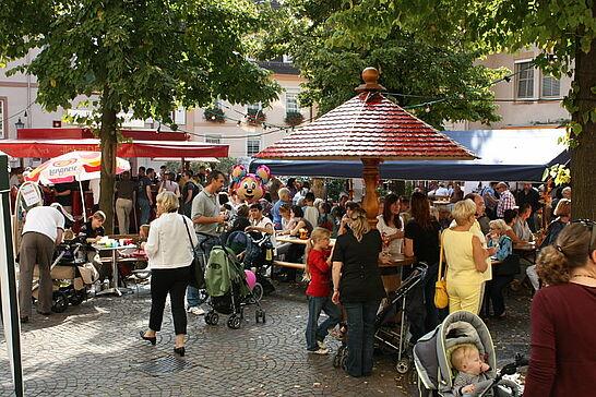 """20 Weinfest auf dem Saumarkt - """"Feschtles-Marathon"""" in der Durlacher Altstadt: Seit 2008 ist auch das Durlacher Weinfest mit dabei. (9 Fotos)"""