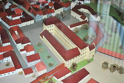 Bildausschnitt einer Aufnahme des Durlacher Stadtmodells von 1800 mit der erhaltenen barocken Karlsburg-Schlossanlage. Foto: Stadtbild Deutschland