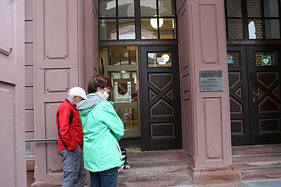 Besondere Normalität: Rathaus Durlach öffnet wieder. Foto: om