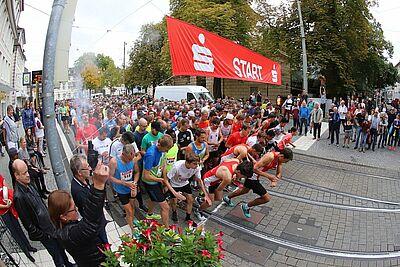 Startschuss zum 10-km-Volkslauf der Turnerschaft Durlach (2018). Foto: cg