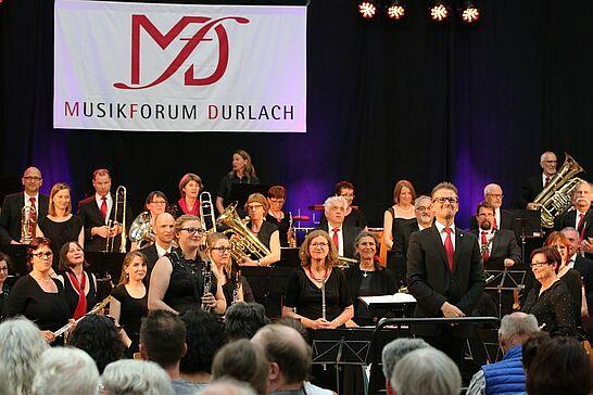 """08 Musikforum Durlach: Frühjahrskonzert """"Feurig!"""" - Gleich drei große Orchester des Musikforums Durlach präsentierten in der Weiherhofhalle ein musikalisches """"Feuerwerk"""". (89 Fotos)"""