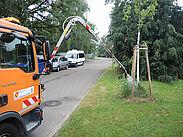 Nach und nach sollen alle verfügbaren Fahrzeuge des Gartenbauamts mit Teleskop-Lanzen ausgestattet werden. Foto: Stadt Karlsruhe