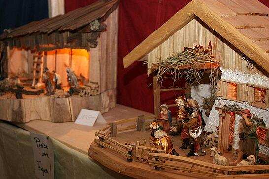 26 Weihnachtsmarkt der Hobbykünstler - Fast 40 Künstler und Hobbykünstler bieten in wöchentlichem Wechsel Geschenkartikel im Rathausgewölbe an. (19 Fotos)