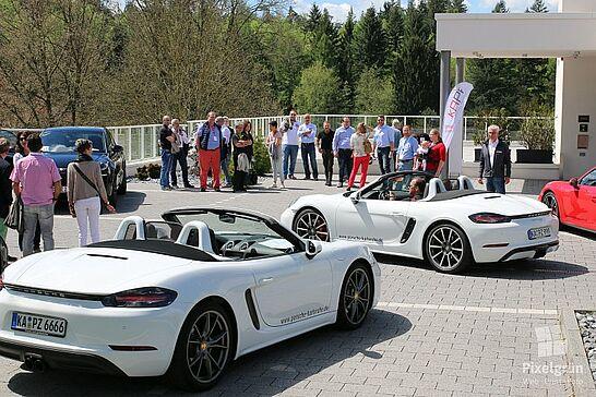 13 KA-PF-Netzwerk: Fahrerlebnistag - Fahrspaß, feinste Speisen und Sonnenschein – Viele KA-PF-Mitglieder folgten der Einladung des Porsche Zentrums Karlsruhe nach Waldbronn. (56 Fotos)