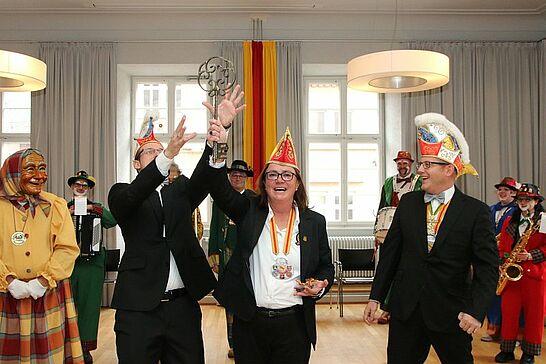"""11 Rathaussturm des OKDF - Am 11.11. war es wieder soweit: Die Durlacher Fastnachter übernahmen unter der Führung des OKDF """"endlich"""" die Regentschaft im Rathaus. (42 Fotos)"""