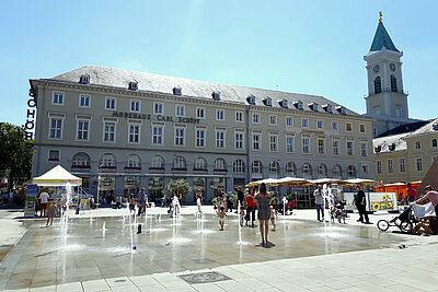 Die abgeschlossene Neugestaltung des Karlsruher Marktplatzes soll am 10. Oktober gefeiert werden. Foto: cg