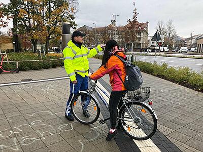 Kontrollierte Fahrradfahrer zeigten sich einsichtig. Foto Polizei Karlsruhe