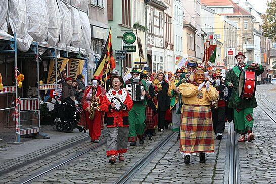 November - Die Narren und Sankt Martin zogen durch Durlach und Ende November eröffneten die Weihnachtsmärkte. (5 Galerien)