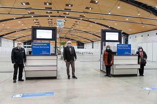 11 Messe Karlsruhe: Aufbauarbeiten des Zentralen Impfzentrums - Im Impfzentrum Messe Karlsruhe sollen täglich bis zu 1.500 Menschen geimpft werden. (1 Video/16 Fotos)