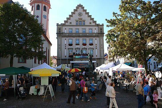 19 Markt der Möglichkeiten - Auf dem Durlacher Marktplatz stellten sich regionale und überregionale Gruppen vor. (80 Fotos)