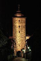 Basler Tor bei Nacht