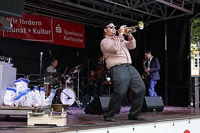 Musiker des Badischen KONServatoriums auf der Sommerbühne. Foto: cg