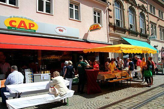 26 5 Jahre CAP-Markt in Durlach - Bereits 5 Jahre lang versorgt der CAP-Markt in der Pfinztalstraße die Durlacher mit Lebensmitteln – das wurde gefeiert! (29 Fotos)