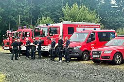 Einsatzkräfte der Berufsfeuerwehr Karlsruhe und der Freiwilligen Feuerwehr aus den Abteilungen Neureut, Knielingen, Durlach, Bulach und Daxlanden helfen vor Ort in den vom Hochwasser getroffenen Regionen in Rheinland-Pfalz. Foto: Branddirektion Karlsruhe
