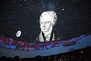 Die Aufnahme entstand in der Orgelfabrik 2018, als Matthias Meier im Planetarium zum ersten Mal die spannende Geschichte Georg von Reichenbachs präsentierte. Foto: cg