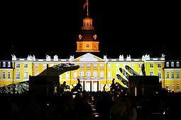 Die SCHLOSSLICHTSPIELE können in diesem Jahr wieder vor dem Karlsruher Schloss erlebt werden. Foto: cg