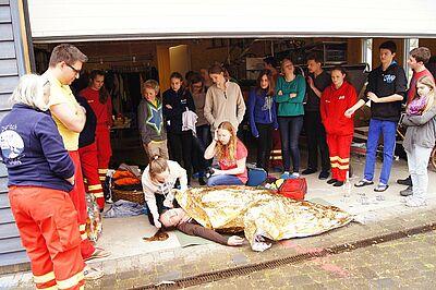 Jugendeinsatzteam der DLRG Durlach lernt für den Ernstfall. Foto: pm
