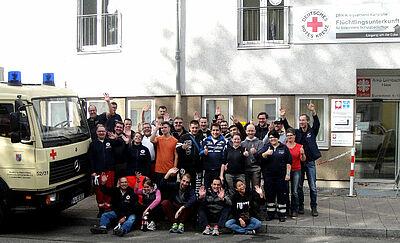 Motivierte Helfer beim Umzug der Flüchtlingsunterkunft. Fotos: pm