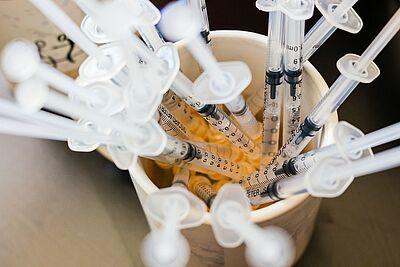 Die Nachfrage übersteigt in Hausarztpraxen die vorhandene Menge an Impfstoff deutlich. Foto: cg