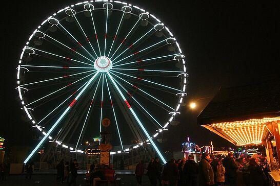 November - Großer Abschied auf dem Turmberg, Vorfreude auf Weihnachten und dazwischen noch die Fastnachter und Sankt Martin, die durch die Durlacher Gassen zogen. (12 Galerien)