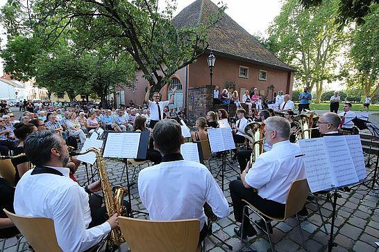 August - Die SommerSerenade des Musikforums hat sich zum Kleinod im August entwickelt, aber auch die KAMUNA und Schlosslichtspiele konnte man erleben. (4 Galerien)