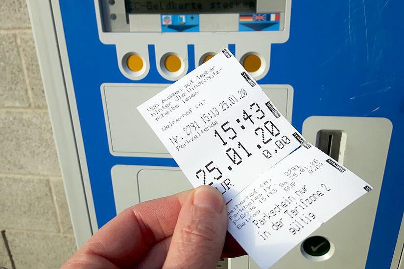 """Die """"Brötchentaste"""", mit der in Mühlburg und Durlach kostenloses Parken in den ersten 30 Minuten möglich war, ist seit Juli 2020 Geschichte. Nun werden zudem die Parkgebühren erhöht. Foto: cg"""