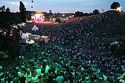 Abendstimmung bei DAS FEST: Blick hinüber auf die Hauptbühne. Foto: cg