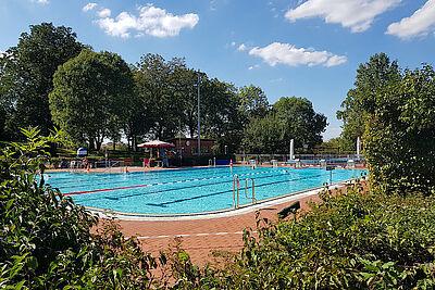Es wird noch mal heiß: Endspurt im Freibad Wolfartsweier. Foto: pm