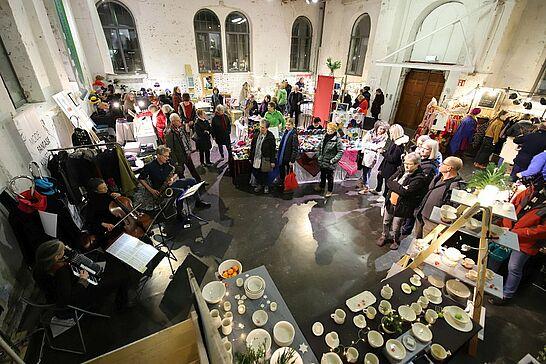 29 ARTVENT#19 in der Orgelfabrik - Zum Advent öffnet sich das Tor der Durlacher Orgelfabrik für alle, die in Vorfreude auf das Weihnachtsfest Geschenke suchen. (44 Fotos)
