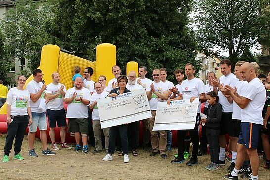 01 Menschen-Kicker-Turnier von Durlacher.de - Bereits zum 5. Mal fand das Turnier im Weiherhof statt, bei dem Menschen zu Kickerfiguren werden. (227 Fotos)