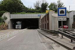 Tunnelportal mit Baustelle. Foto: pia