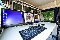 Messwagen, der auch zur Abstandsmessung auf Autobahnbrücken eingesetzt wird. Foto: cg