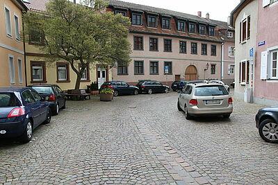 Öffentliche Parkplätze wie hier in der Amthausstraße sollen nach dem Willen der Mittelstands- und Wirtschaftsunion Karlsruhe-Stadt (MIT) und der IG Attraktives Mühlburg während der Pandemie kostenlos genutzt werden dürfen. Foto: cg