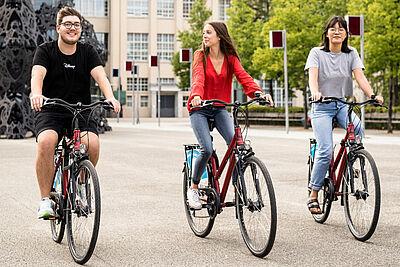 """Mit etwas Glück kann man bei der Erstwohnsitzkampagne eines der beliebten """"Draisler""""-Fahrräder gewinnen. Foto: Dennis Dorwarth"""