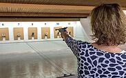 Nur für Damen: Schießtraining an der Luftpistole.. Foto: PSV