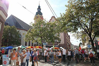 Die Durlacher Altstadt wird normalerweise am Verkaufsoffenen Sonntag zur Flaniermeile. Foto: cg