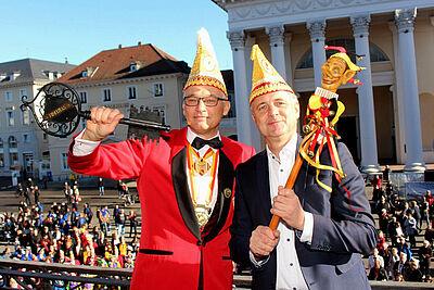 """Auch in diesem Jahr will FKF-Präsident Michael Maier (l.) am 11.11. den Rathausschlüssel von OB Mentrup """"erobern"""" – allerdings wegen Corona in neuer Form. Foto (2018): Volker Knopf/wobla"""