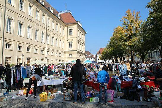 117. Kruschtlmarkt vor der Karlsburg - Bereits seit 25 Jahren veranstaltet die ARGE Durlacher und Auer Vereine ihren traditionellen Flohmarkt. (27 Fotos)