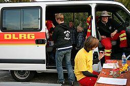 DLRG bei der Abrissparty (Weiherhofgelände), Sept. 2008. Foto: Christine Gustai (cg)