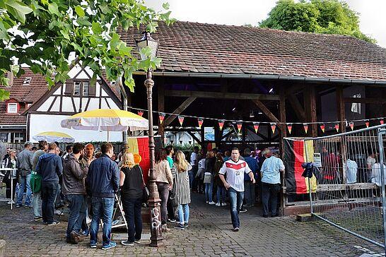 02 Durlacher Altstadtfest – Samstagstour - Der Samstagabend des Altstadtfests stand im Zeichen des EM-Viertelfinalspiels Deutschland - Italien. (83 Fotos)