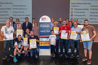 Die Gewinner der Region Mittlerer Oberrhein auf der Bühne im Europapark Rust. Foto: pm