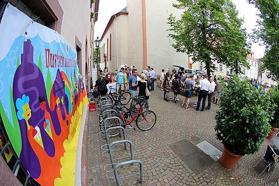 02 Durlach bekennt Farbe - Verkaufslanger Freitagabend und bunte Zusammenkunft auf dem Saumarkt – der Abend vor der Großdemo in Durlach. (60 Fotos)