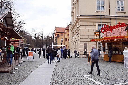 """13 #DuFürDurlach: Premiere für Durlacher """"Wohnzimmer"""" light - Gutes Omen? Am Freitag, 13. November, durfte ein bisschen Vorweihnachtsstimmung auf dem Schlossplatz der Karlsburg starten. (2 Videos/6 Fotos)"""