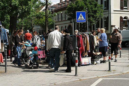 28 78. Kruschtlmarkt - Vor dem herrlichen Hintergrund der Durlacher Karlsburg findet einer der schönsten Flohmärkte in der Umgebung statt. (49 Fotos)