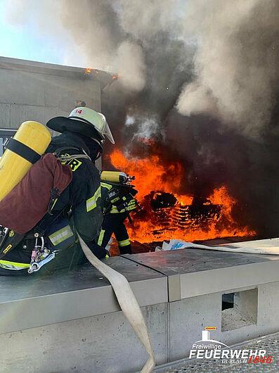Dachstuhlbrand in der Pfinzstraße. Foto: Freiwillige Feuerwehr Durlach