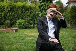 """""""Zeit der Masken"""" – ein poetisch-performativer Parcours mit Masken. Foto: Holger Metzner"""