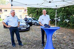 Polizeidirektor Martin Plate (rechts) und Erster Polizeihauptkommissar Uwe Rahner (links) von der Verkehrspolizeiinspektion Karlsruhe. Foto: cg