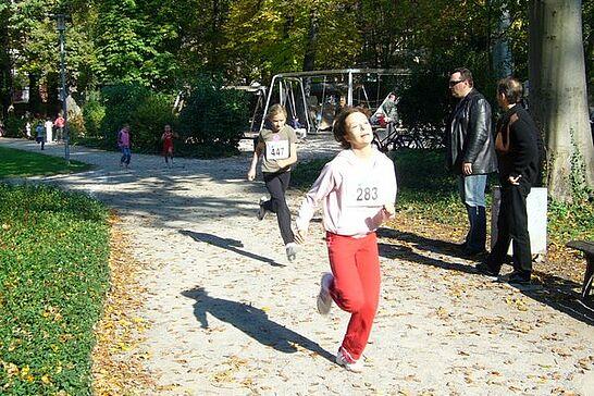 Oktober - Anfang Oktober findet mit bis zu 1000 Teilnehmern der Turmberglauf statt und Durlach feierte 20 Jahre Frauenchor. (2 Galerien)