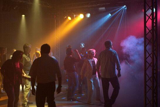 """15 Erste Auemer Ü30 Tanzparty (II) - Im Rahmen der 900 Jahre """"Freie Hansa-Stadt Aue"""" wurde bei der TG Aue das Tanzbein geschwungen. (24 Fotos)"""