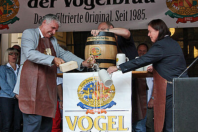 Wolfram Jäger übernahm 2011 bei der Eröffnung des Durlacher Altstadtfests den Fassanstich. Foto: cg